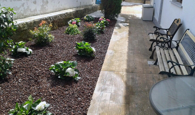 Remodelaci n de jard n a bajo mantenimiento en leache tu - Jardin bajo mantenimiento ...