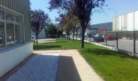 Instalación de riego automático y creación de praderas en Gráficas Ulzama