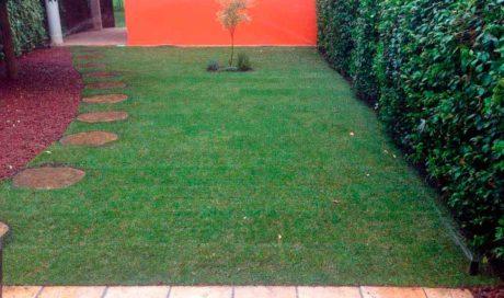 Instalación de césped natural en tepes-Mutilva (Navarra)